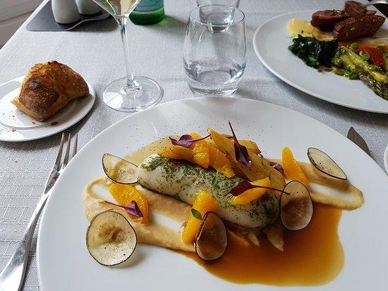 Mortagne-sur-Gironde, Francia: Menu du midi à 22 euros ! Il y avait une entrée dans le même style, on a juste oublié de la phot