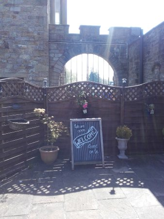 Greenhead, UK: Lovely tea room next to a castle