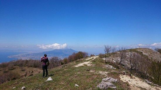 Scala, Italia: Alta via dei Monti Lattari, sentiero per Vetta del Monte Cerreto. Partenza da Angri