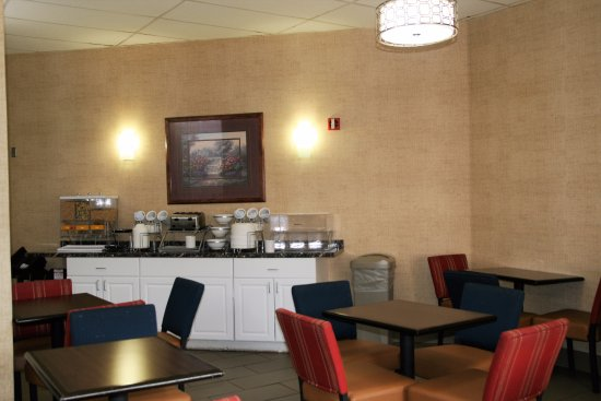 Baymont by Wyndham Colorado Springs: Complimentary Breakfast
