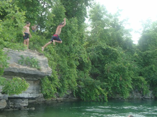Sherkston Shores: cliff  jumping at the quarry