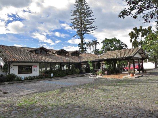 Puembo, Ecuador: Front of hotel