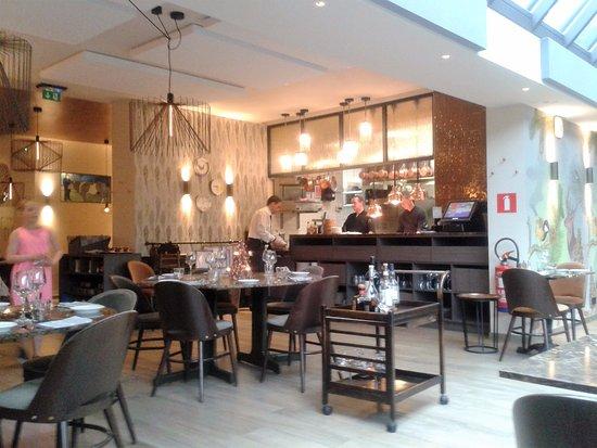 Cadre et cuisine ouverte picture of chez lulu hoeilaart for Cuisine ouverte restaurant
