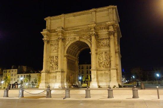 Arc de triomphe porte d 39 aix for Porte 12 tripadvisor
