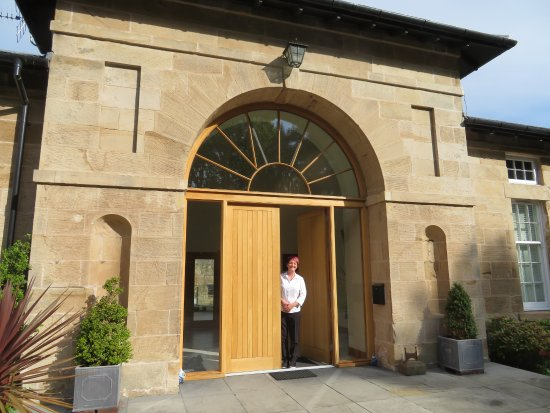 Ferrymuir Stables Bed and Breakfast: Mary, our hostess, at the front door of Ferrymuir.