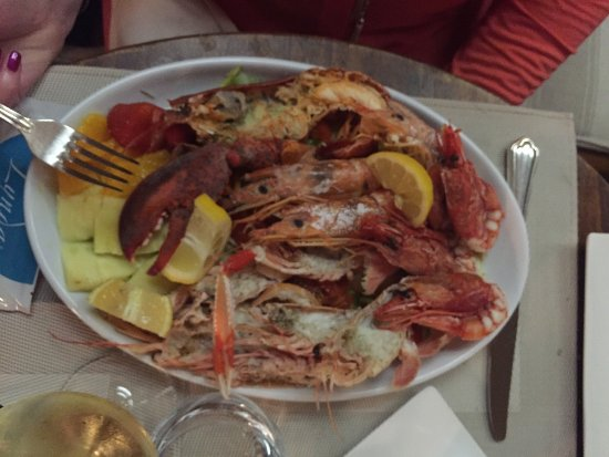 Il Barretto : Imperial Catalana Salad - No tools for the Lobster claw though