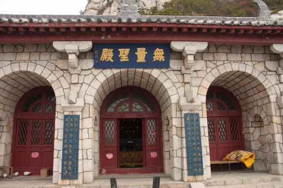 Dengfeng, Cina: The only building outside the monastery