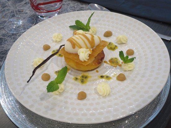 Benouville, France: Dessert à la pomme