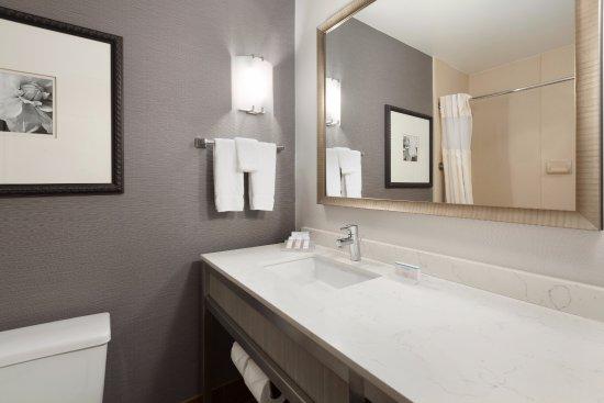 Milpitas, CA: Guest Room Vanity