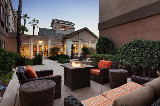 Milpitas, Califórnia: Outdoor Patio and Fire Pit