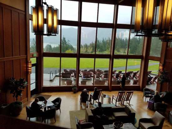 Stevenson, Ουάσιγκτον: Great Room looking out over lawn and Columbia River