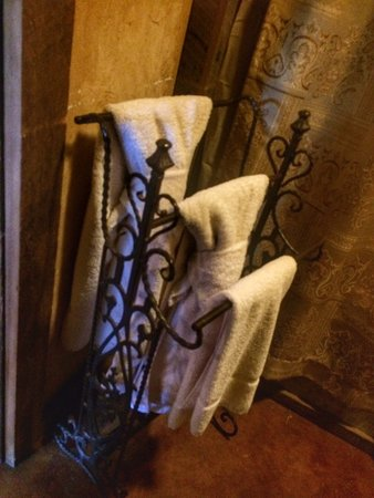 Country Inn & Cottages: Bath towels in cabin
