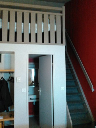 B&B Hôtel Metz Augny : escalier mezanine