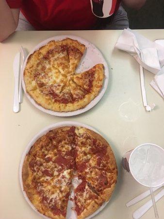 Biddeford, Maine: Great pizza!