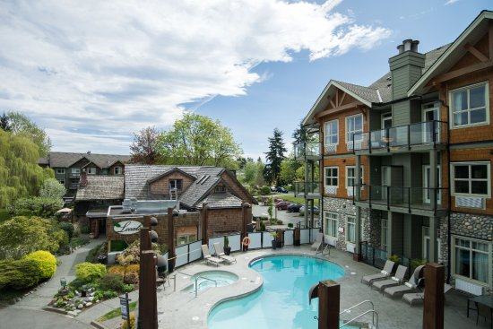Courtenay, Kanada: Outdoor Heated Pool and Hot Tub