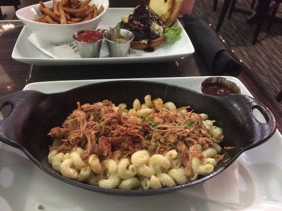Elizabeth, IN: White Cheddar Mac n Cheese with Pulled Pork Skillet