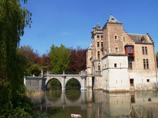 Sint-Michiels, Bélgica: De vesting, de brug en het kasteel