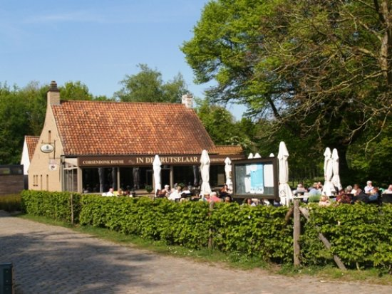 Sint-Michiels, Bélgica: De taverne nabij kasteel Tillegem