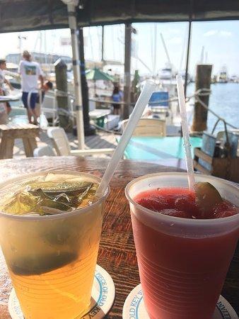 Schooner Wharf Bar: Pre-dinner sunset cruise drinks!