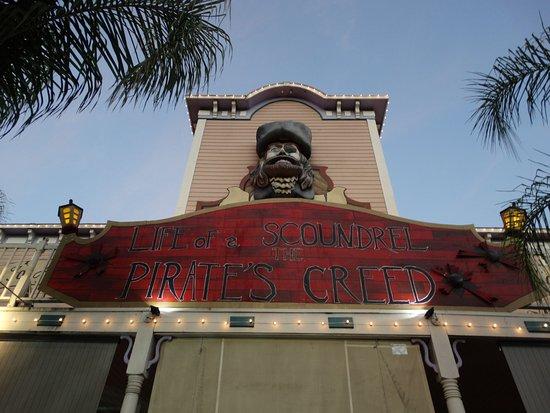 Буена-Парк, Калифорния: Pirates Dinner Show