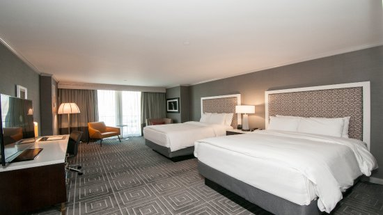 InterContinental Kansas City at the Plaza: Deluxe room with two queen beds