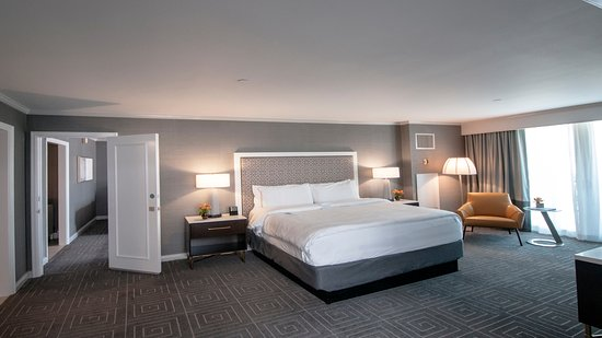 InterContinental Kansas City at the Plaza: Deluxe suite bedroom