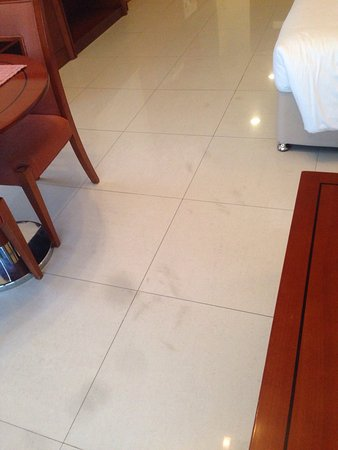 Star Metro Deira Hotel Apartments: فندق غير نظيف وتعامل غير جيد