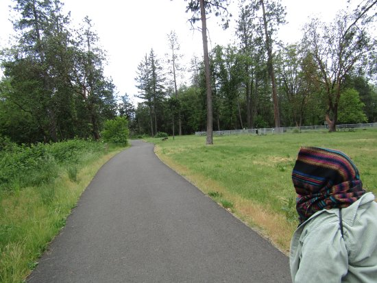 Gold Hill, OR: Paved trail