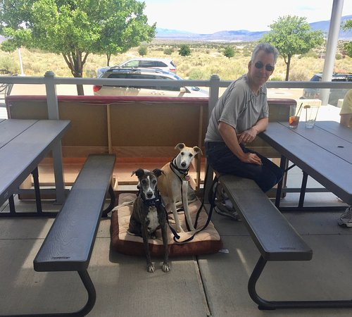 The Point Grill: Great location for dining with dogs!