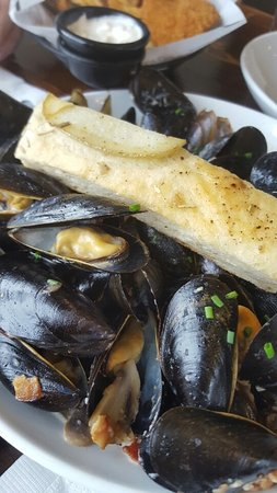 Grand Banks Seafood Market & Bistro: creamy mussels
