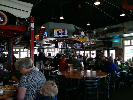 Vermilion, OH: Quaker Steak and Lube