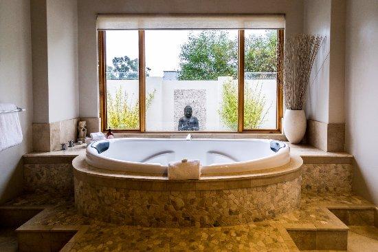 Yallingup Luxury Retreat: Double Spa Bath