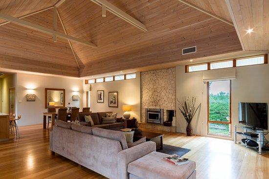 Yallingup Luxury Retreat: Living area with fireplace