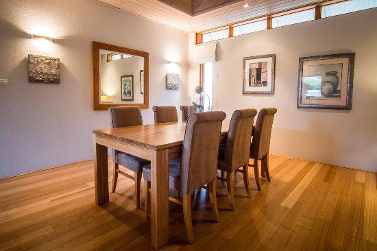 Yallingup Luxury Retreat: Dining Area
