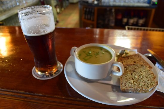 Ventry, Ирландия: Potato leek and a red ale