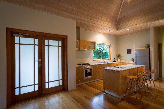 Yallingup Luxury Retreat: Deluxe Kitchen