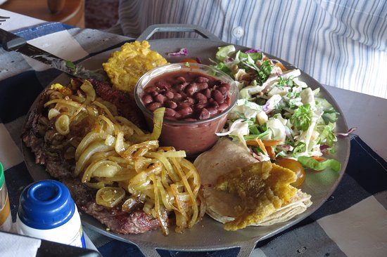 Sarchi, Costa Rica: My husbands huge meal!!