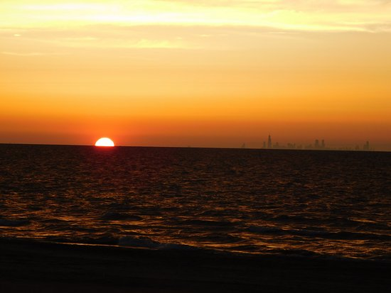 Chesterton, Индиана: Sent on Indiana Dunes beach looking west toward Chicago.