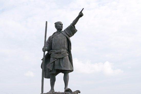 伊是名島, 尚円王の像