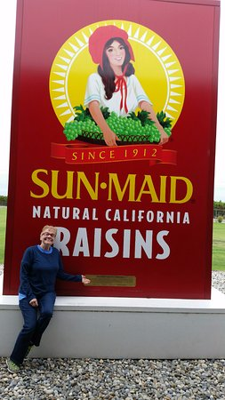 Kingsburg, CA: World's biggest box of raisins