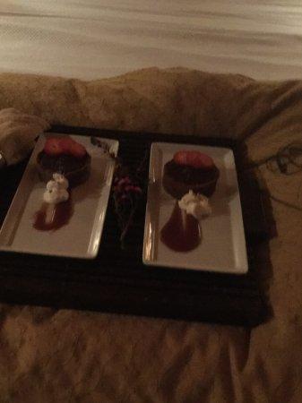 Tu Tu Tun Lodge: We missed dinner so staff sent a dessert!