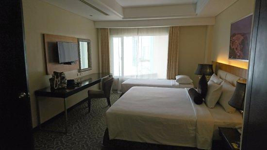 Hotel Elizabeth Cebu: Room 2 of our suite
