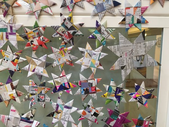 Kalgoorlie-Boulder, ออสเตรเลีย: Woven Stars from Recycled Paper