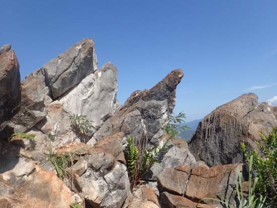 Baling, Malaysia: Sharp rocks along the trail