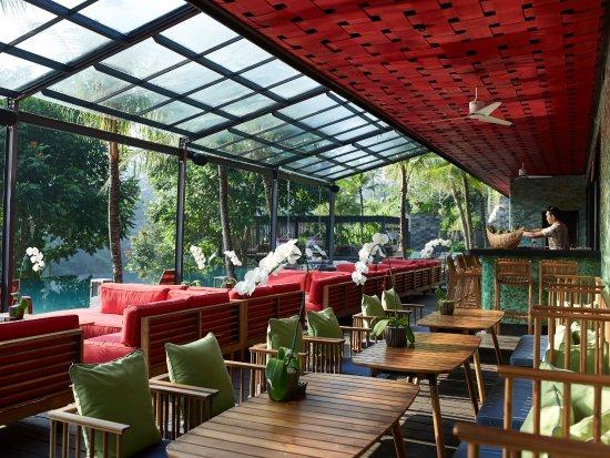Chapung SeBali Resort and Spa: Jungle Fish pool bar