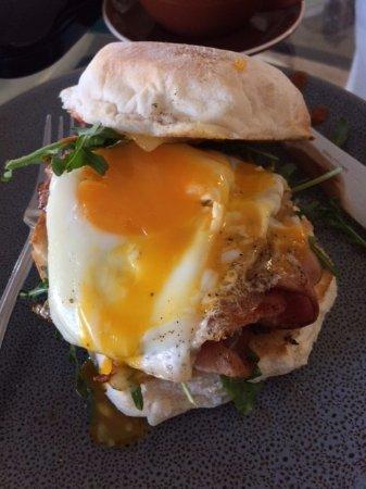 Long Jetty, Australien: bacon and egg roll