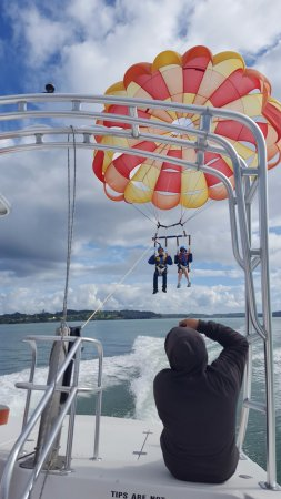 Paihia, New Zealand: Such an awesome experience being lifted in to the air !