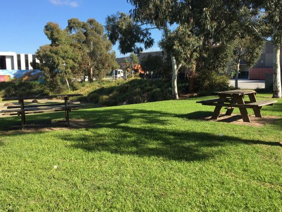 Heatherton, Australia: Nearby outdoor tables