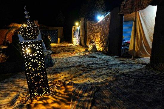 Tour in Marocco : L'accampamento tendato e le sue affascinanti luci