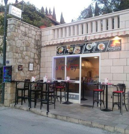 OneWay Bar & Grill